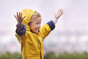 lapsi sateessa-900px